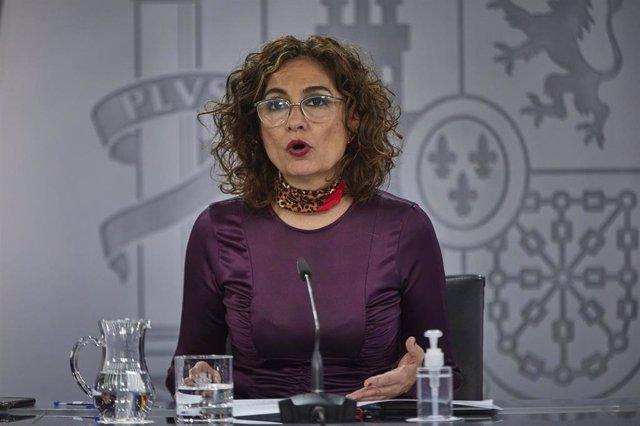 La ministra portavoz y de Hacienda, María Jesús Montero, durante una rueda de prensa para informar de los acuerdos adoptados en el Consejo de Ministros del día, en La Moncloa, Madrid, (España), a 10 de noviembre de 2020. Entre los acuerdos, el Gobierno ha
