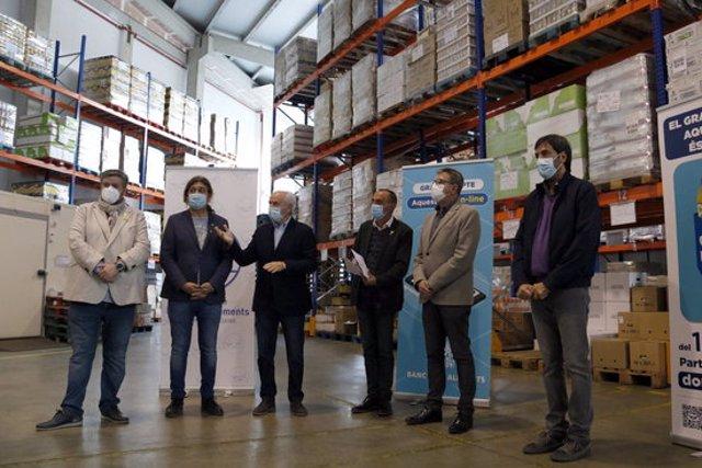 Pla obert de representants institucionals lleidatans i del Banc dels Aliments de Lleida, durant la presentació del Gran Recapte. Imatge del 10 de novembre de 2020. (Horitzontal)