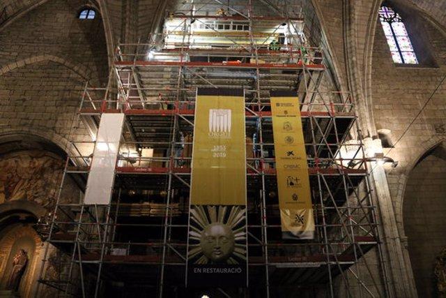 Pla obert de la bastida que s'ha muntat davant de l'orgue de la Catedral de Solsona. 10 de novembre de 2020. (Horitzontal)