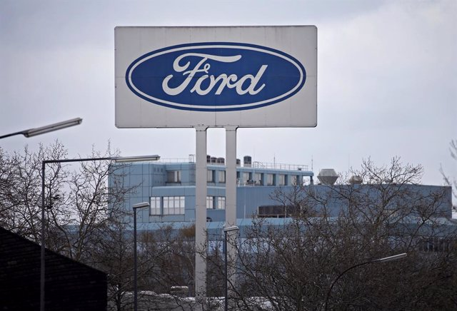 FILED - 26 March 2019, Koeln: The Ford logo can be seen at the automotive company plant in Germany. Ford on Tuesday announced it was working to produce medical equipment, joining other US carmakers in taking steps to help address shortages amid the corona