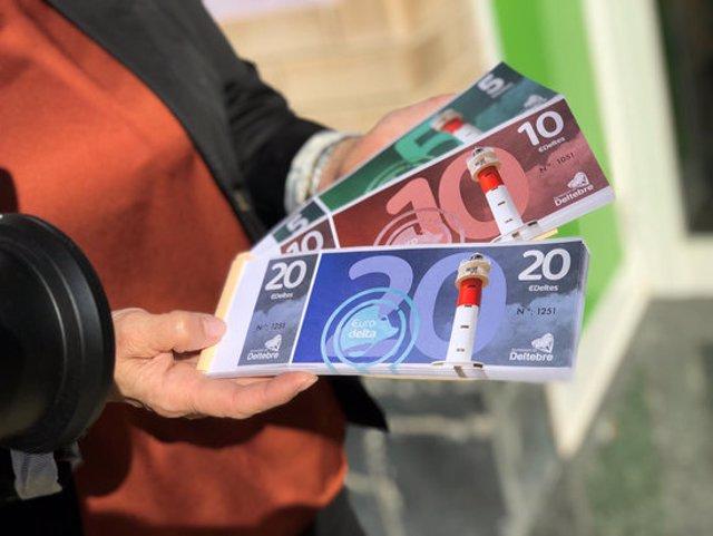 Pla detall de l'EuroDelta, la moneda social que ajudarà a dinamitzar el comerç municipal de Deltebre. Imatge del 10 de novembre del 2020 (horitzontal)