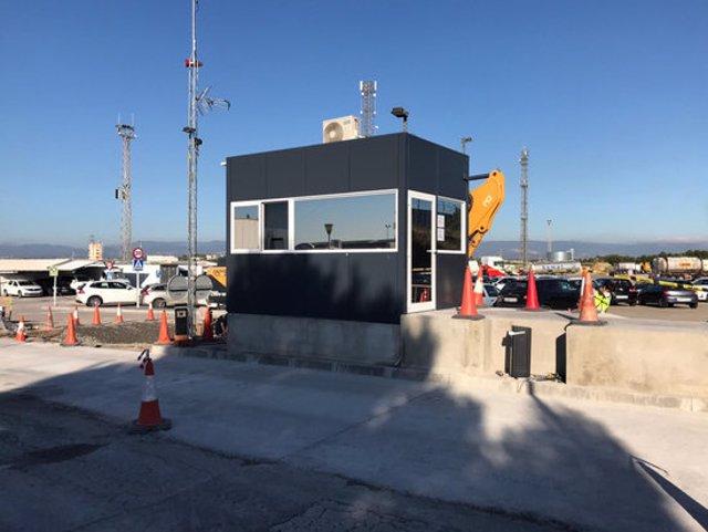 Pla general dels treballs de millora en les instal·lacions de l'aparcament de vehicles pesants de mercaderies perilloses del polígon Riuclar, a Tarragona. Imatge del 10 de novembre del 2020. (Horitzontal)