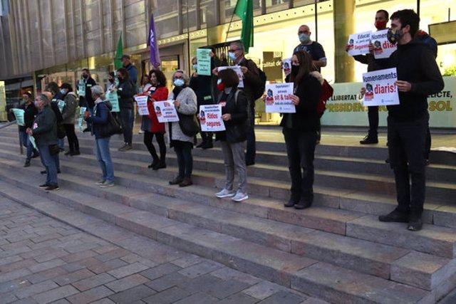 Pla obert de la concentració dels sindicats per reclamar més recursos al Departament d'Educació el 10 de novembre de 2020 (Horitzontal)