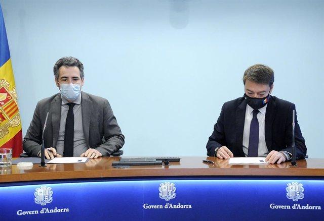 El ministre de Finances, Eric Jover, i el director del Departament de Tributs i Fronteres, Albert Hinojosa.
