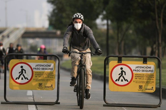 18 March 2020, Colombia, Bogota: A man with a face mask rides a bicycle through the city, amid the Coronavirus (Covid-19) outbreak. Photo: -/colprensa/dpa