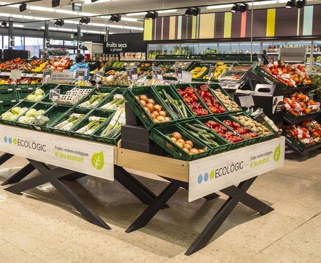 Caprabo lanza una nueva marca de productos 'bio' para impulsar el consumo responsable.