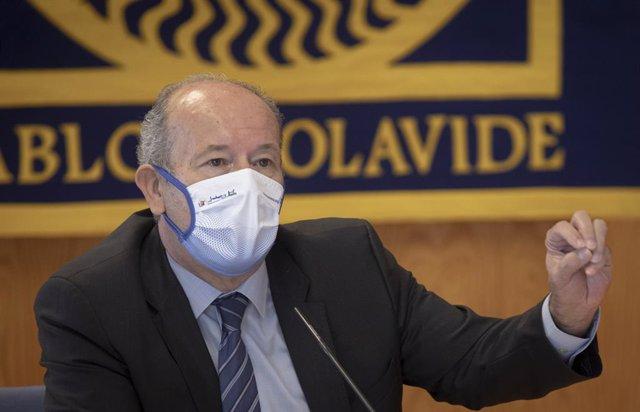 El ministre de Justícia, Juan Carlos Campo, durant la conferència a la Universitat Pablo de Olavide de Sevilla.