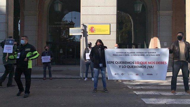 Protesta del sector del ocio nocturno ante el Ministerio de Trabajo