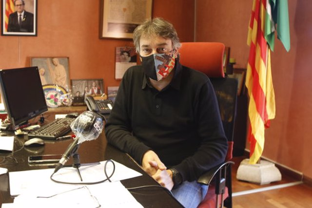 Pla general de l'alcalde de Ripoll, Jordi Munell, al seu despatx l'11 de l'11 del 2020. (horitzontal)