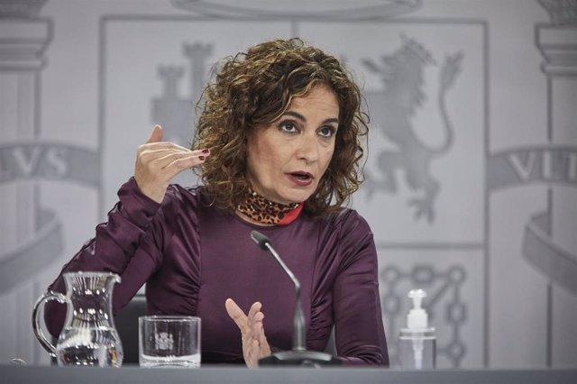 La ministra portavoz y de Hacienda, María Jesús Montero, durante una rueda de prensa
