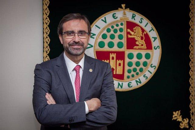 El rector de la Universidad de Jaén, Juan Gómez Ortega.