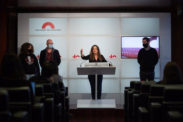 La diputada de la CUP Maria Sirvent durant la roda de premsa al Parlament aquest 11 de novembre del 2020