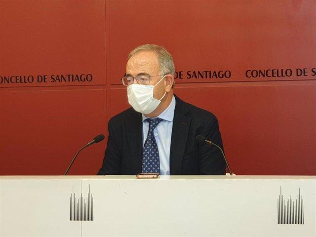 El alcalde de Santiago de Compostela, Xosé Sánchez Bugallo, en rueda de prensa este lunes 26 de octubre