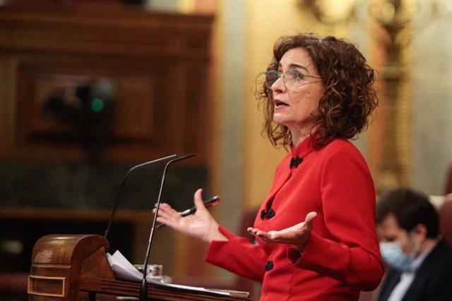 La ministra d'Hisenda, María Jesús Montero, en el ple del Congrés.