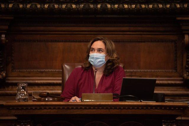 L'alcaldessa de Barcelona, Ada Colau, presideix el ple municiapal d'aquest mes d'octubre.