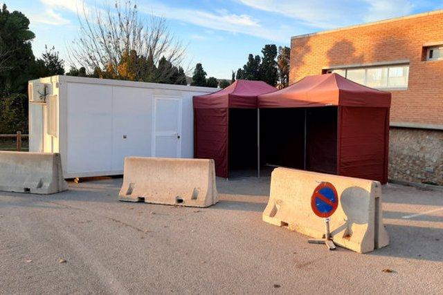 El mòdul que s'ha instal·lat a l'exterior del CAP de Torroella de Montgrí, aquest 11 de novembre del 2020. (Horitzontal)