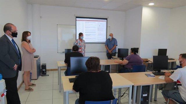 Foto de archivo de un curso para formar a personas con discapacidad en perfiles tecnológicos del PTA, Fundación ONCE e Inserta Empleo