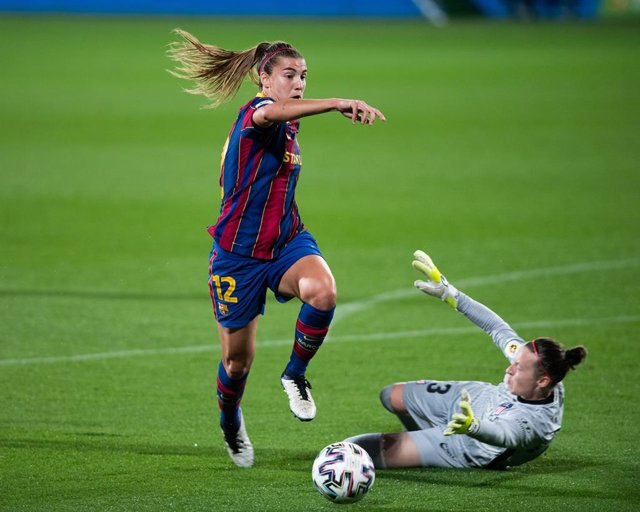 BARCELONA, SPAIN - NOVEMBER 11; 12 Patri Guijarro during la Liga Iberdrola match against Atletico de Madrid at Johan Cruyff Stadium