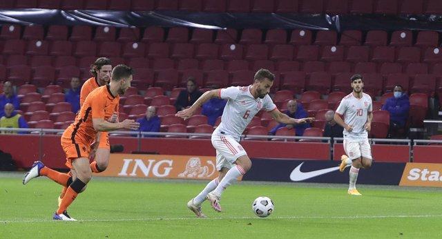 Sergio Canales antes de conseguir el único tanto de la selección española ante Países Bajos