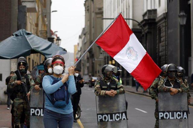 Protestas contra la moción de censura del expresidente de Perú Martín Vizcarra.