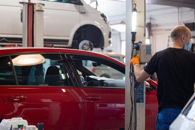 Imagen de un taller de coches.