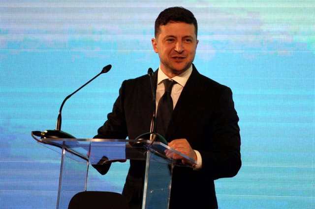 06 February 2020, Ukraine, Kiev: Ukrainian President Volodymyr Zelenskiy delivers a speech during the presentation of the Diia app, a mobile application which Ukrainians can use their driver's license and vehicle registration certificate on their smartpho