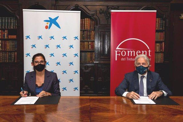 La directora territorial de CaixaBank en Barcelona, Maria Alsina, y el presidente de Foment del Treball, Josep Sánchez Llibre.
