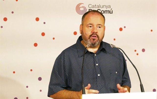 El portaveu dels comuns, Joan Mena, el dilluns 14 de setembre en una roda de premsa.