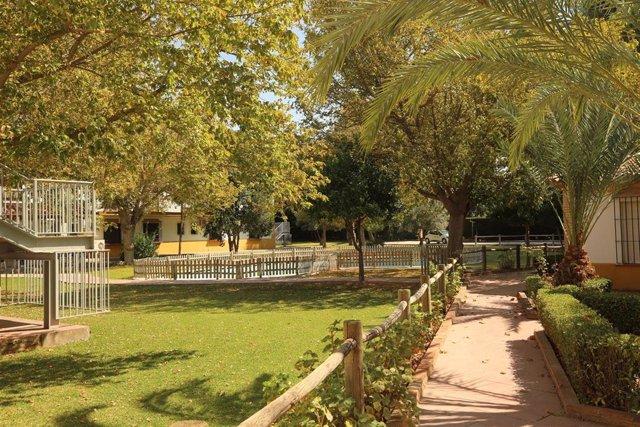 Espacios verdes en el complejo de La Vega de la Diputación donde prevé instalar, junto a la residencia, un centro para personas con autismo