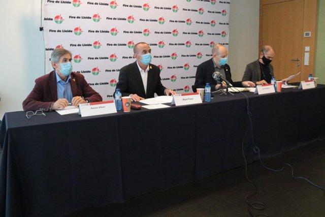 Pla obert de la presentació de la fira Denuvis, amb l'alcalde de Lleida, Miquel Pueyo; Jaume Rutllant; el delegat d'Empresa i Coneixement a Lleida, Ramon Alturo, i el director de Fira de Lleida, Oriol Oró, el 12 de novembre del 2020. (Horitzontal)