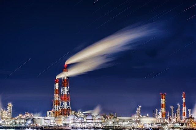 Emisiones desde una refinería