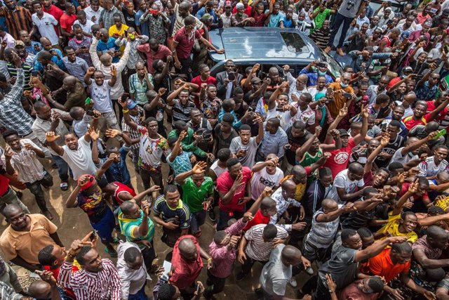 Partidarios del líder opositor Cellou Dalein Diallo celebran su victoria en Guinea