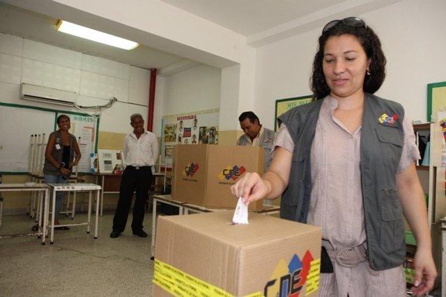 Imagen de archivo de un simulacro de votación en Venezuela por parte del CNE.