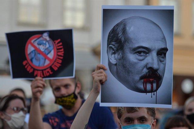 Imagen de pancartas durante una protesta contra Lukashenko.