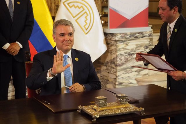 26 May 2019, Peru, Lima: Colombia's President Ivan Duque, signs an agreement during the 19th Andean Presidential Council and commemoration of the 50th anniversary of the Andean Community in Lima. Photo: Carlos Garcia Granthon/ZUMA Wire/dpa