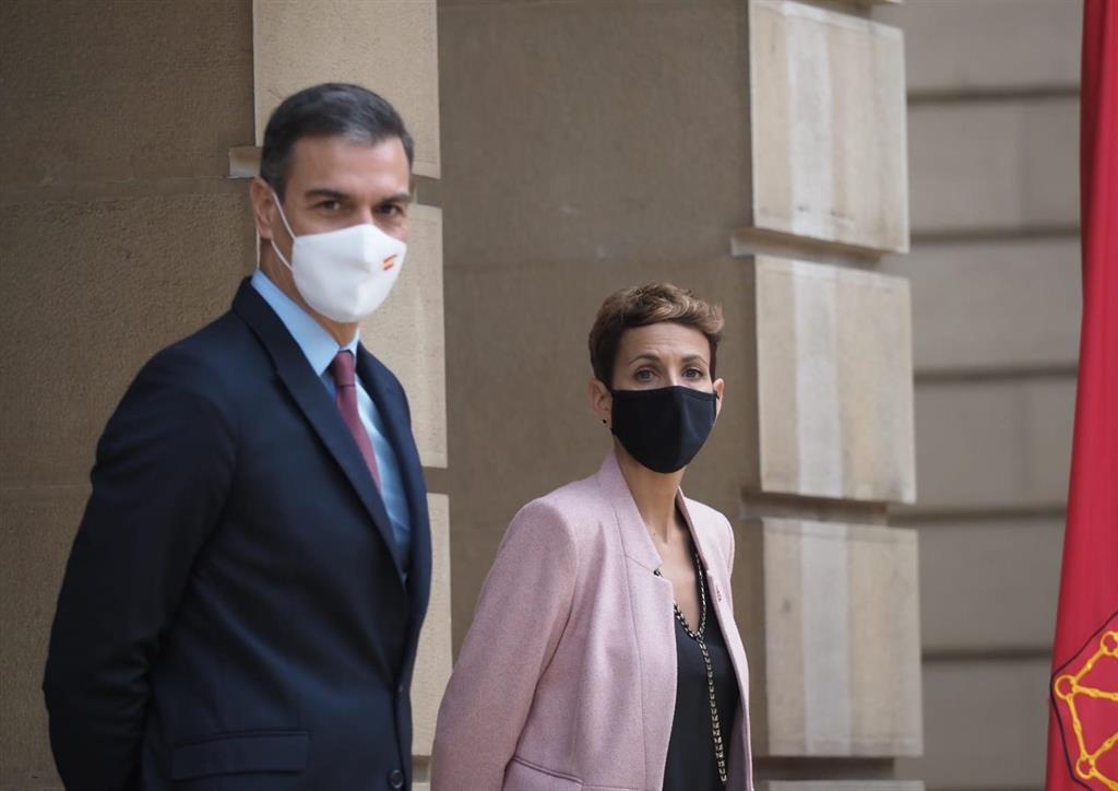 Es recibido con abucheos a su llegada a Pamplona tras el apoyo de Bildu a los Presupuestos