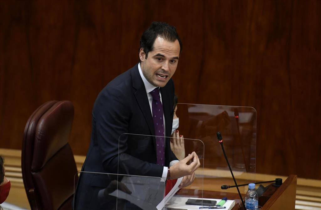 """Aguado espera que Page sea """"el primero de muchos que alce la voz"""" ante el acuerdo del Gobierno con Bildu"""