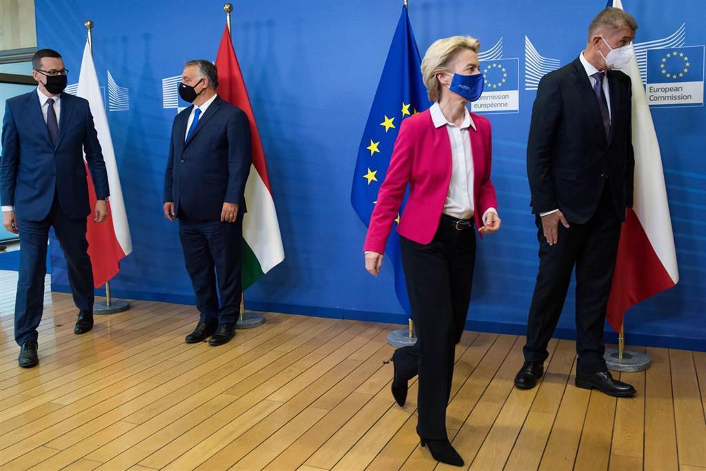 Polonia y Hungría trasladan por carta a Bruselas su rechazo al pacto que liga ayudas europeas y Estado de derecho