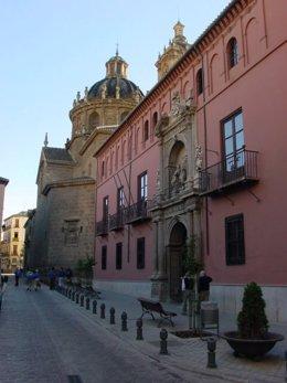 Fachada del colegio mayor San Bartolomé y Santiago, en la calle San Jerónimo de Granada