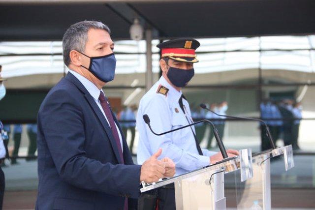 Pla migdel major Josep Lluís Trapero i el conseller d'Interior, Miquel Sàmper, al Complex Central dels Mossos, el 13 de novembre de 2020. (Hortitzontal)