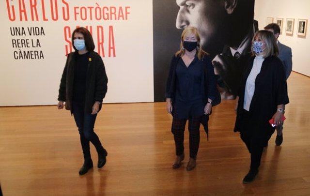 Imatge d'Àngels Ponsa i Núria Marín al Centre d'Art Tecla Sala el 13 de novembre de 2020. (Horitzontal)
