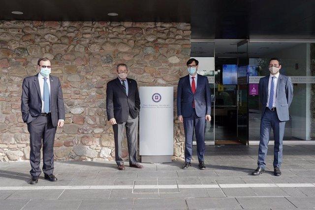 Salvador Illa visita las instalacions industrials de la empresa Grífols a Barcelona.