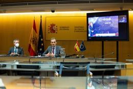 El ministro de Ciencia e Innovación, Pedro Duque, preside la firma de un contrato entre Airbus y la ESA para liderar el Programa Copernicus.