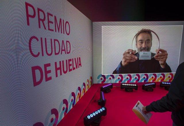 El actor Eduard Fernandez recibe el Premio Ciudad de Huelva del Festival de Cine Iberoamericano en el acto online de apertura de la muestra.