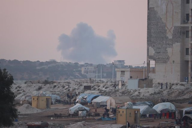 13 November 2020, Syria, Idlib: Smoke rises in the distance after airstrikes that believed to be mounted by Russian warplanes targeting the forest area. Photo: Omar Albam/SOPA Images via ZUMA Wire/dpa