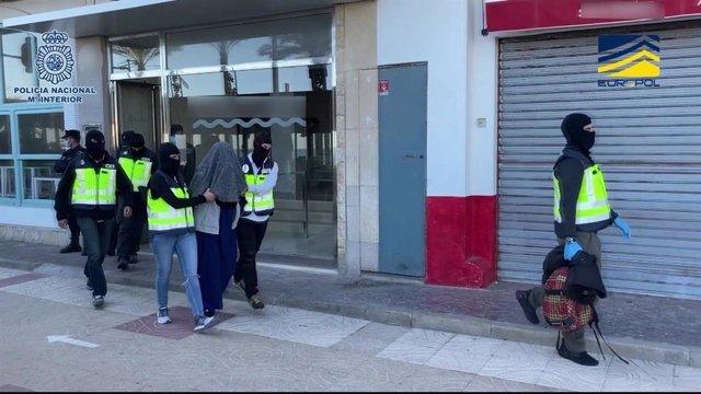 Imatge de la dona detinguda a València per voler viatjar a Síria per unir-se al DAESH
