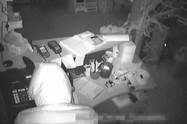 Imatge de les càmeres de seguretat del centre de jardineria que va patir l'assalt de la matinada del 6 de novembre (horitzontal)