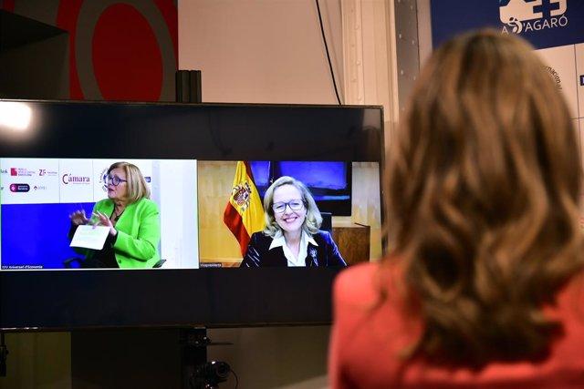 La vicepresidenta i ministra d'Assumptes Econòmics, Nadia Calviño (d), intervé per videoconferència per clausurar el XXV Trobada d'Economia, en S?Agaró, a Girona, Catalunya, (Espanya), a 14 de novembre de 2020.