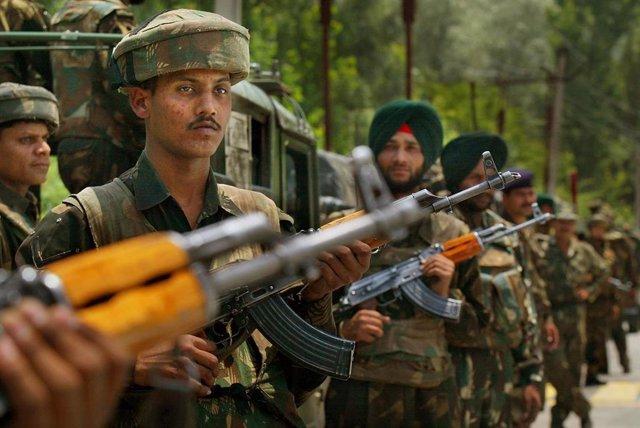 Soldados indios en la región de Cachemira