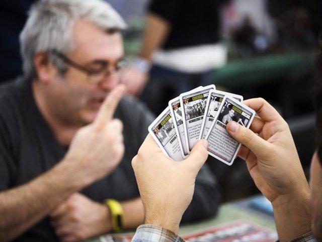 Pla detall d'una partida de cartes en un certamen anterior del festival Dau Barcelona. Imatge cedida el 14 de novembre del 2020 (Horitzontal)